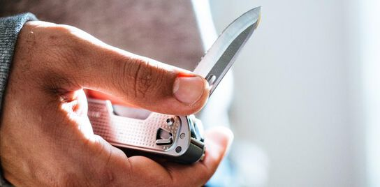 One-handed opening of the knife blade on a Leatherman FREE™ T2 multi-tool.