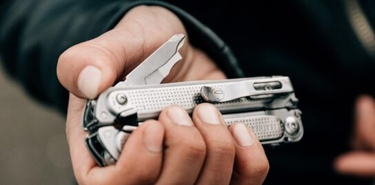 Using thumb to press on Leatherman FREE™ P4 implements to easily access tools one-handed.