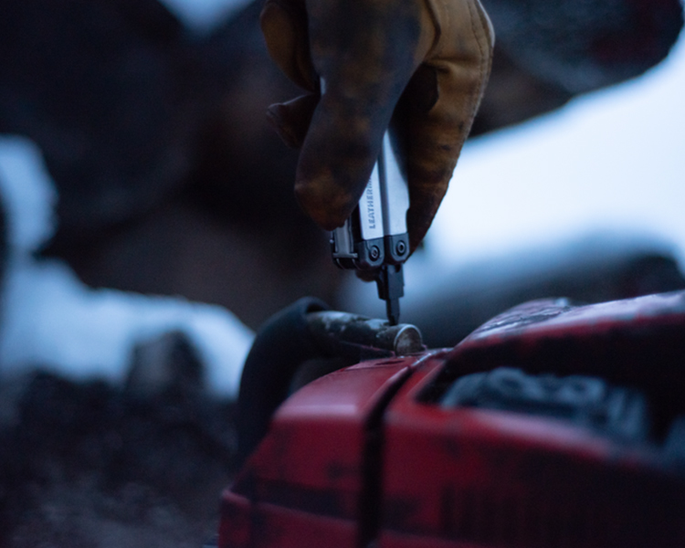 Leatherman tool fixing car