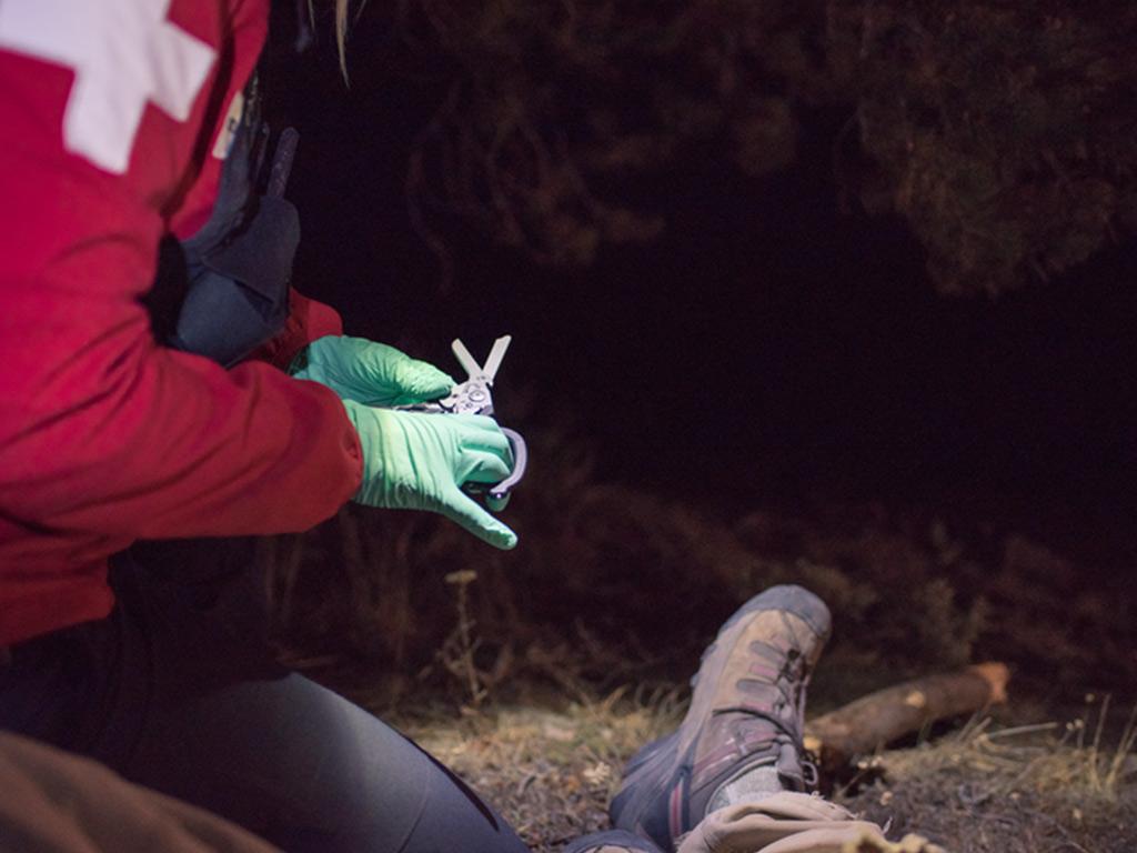 medic holding raptor response shears