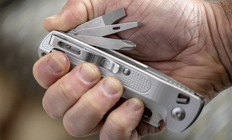 Leatherman FREE K2X, silver, open-handed deployment of outside accessible tools