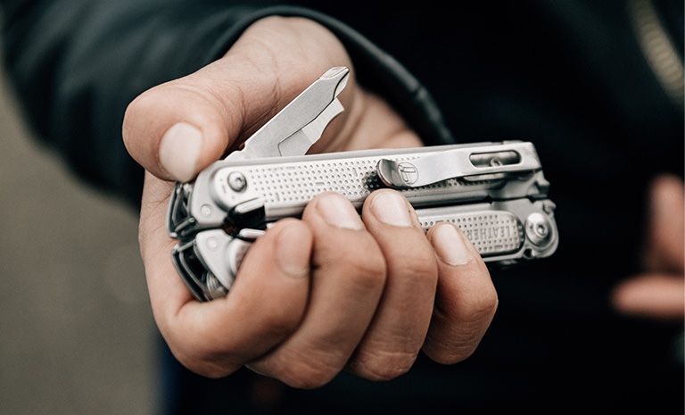 Leatherman FREE P2, stainless steel, one-handed deployment of tools